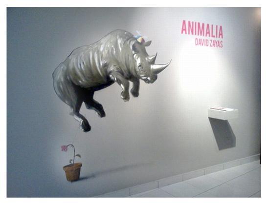 Pared intervenida por el artista y que recibe al visitante de la exhibición Animalia de David Zayas en Museo de arte de Caguas.
